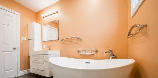 החלטות שכדאי לקבל לפני שיפוץ בחדר האמבטיה